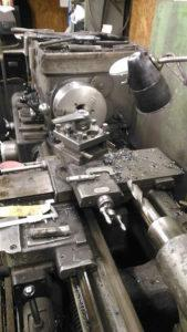 Работа на токарном станке по металлу