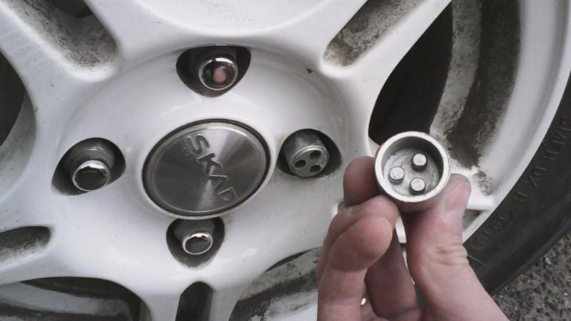 Как открутить секретку с колеса в домашних условиях фото